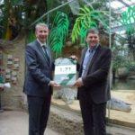 Das Deutsche Institut für Marketing (DIM) überreicht dem Kölner Zoo Siegel für hohe Besucherzufriedenheit