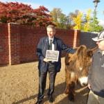 Kölner Zoo: Prof. Dr. Michael Bernecker und das Deutsche Institut für Marketing übernehmen die Patenschaft für Esel Michel